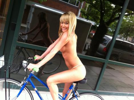One of the most fun girls on TV, Sara Underwood from Attack of the Show on ...